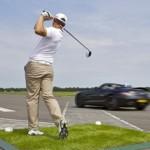 Attraper une balle de golf dans un SLS AMG à 200 km/h